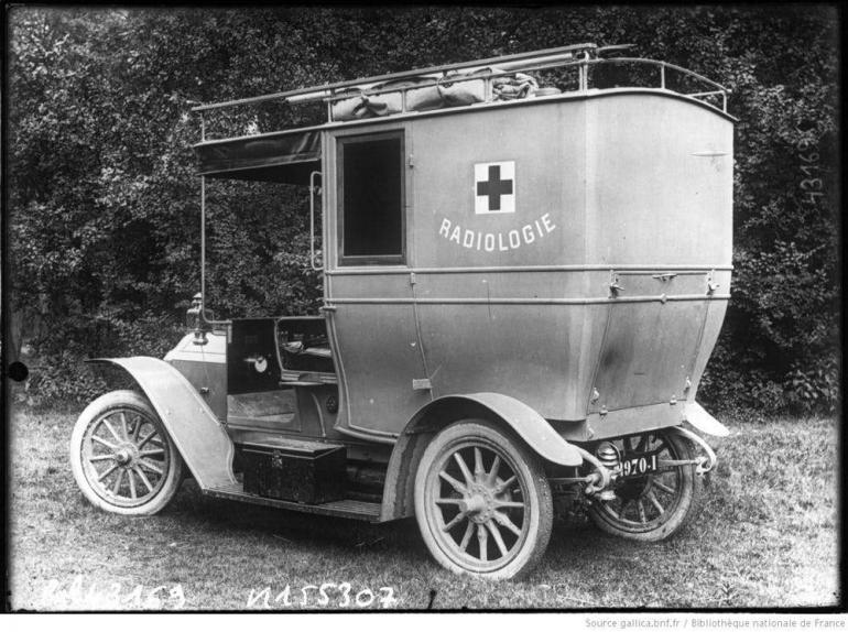 Marie Curie'un taşınabilir röntgen cihazı